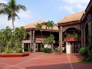 790px-Coconut_Palace_Court WL